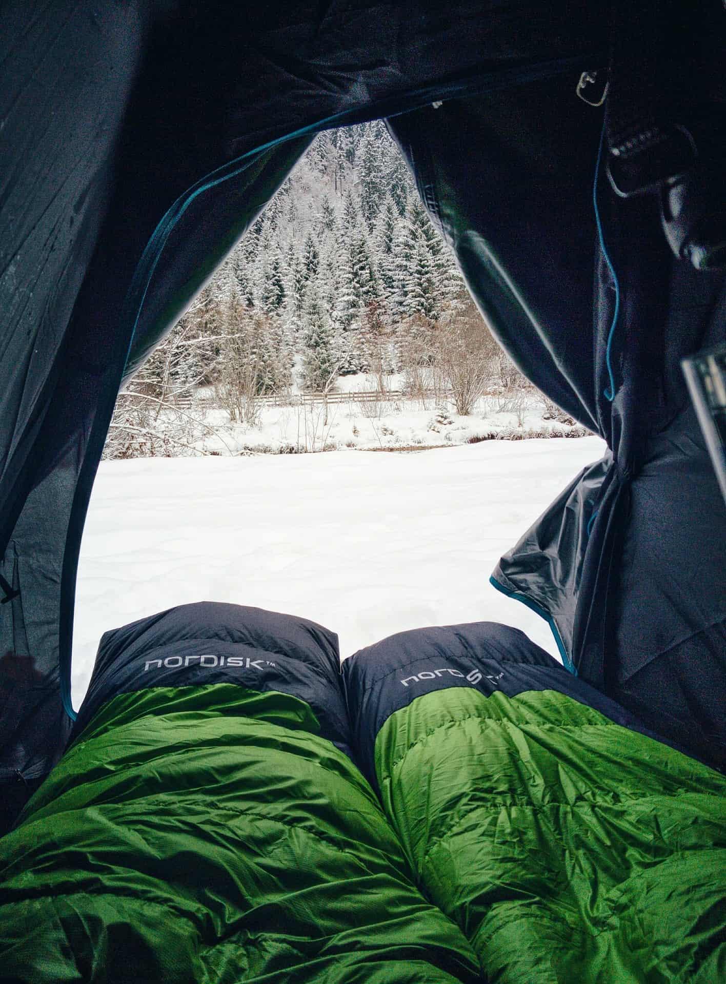 Sac de couchage dans une tente