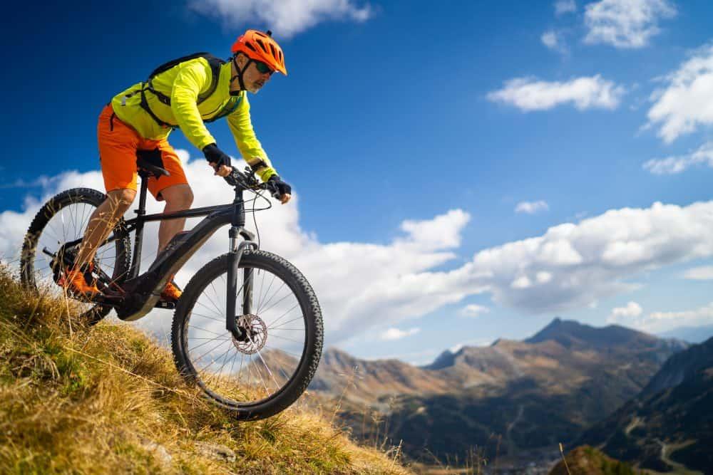 Une personne sur un Fat Bike Électrique