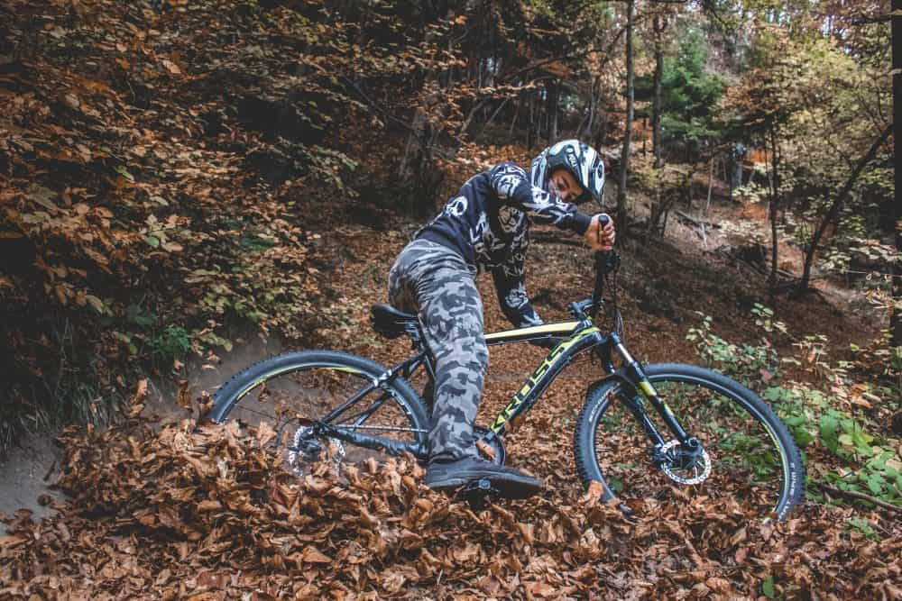 cycliste avec casque vtt