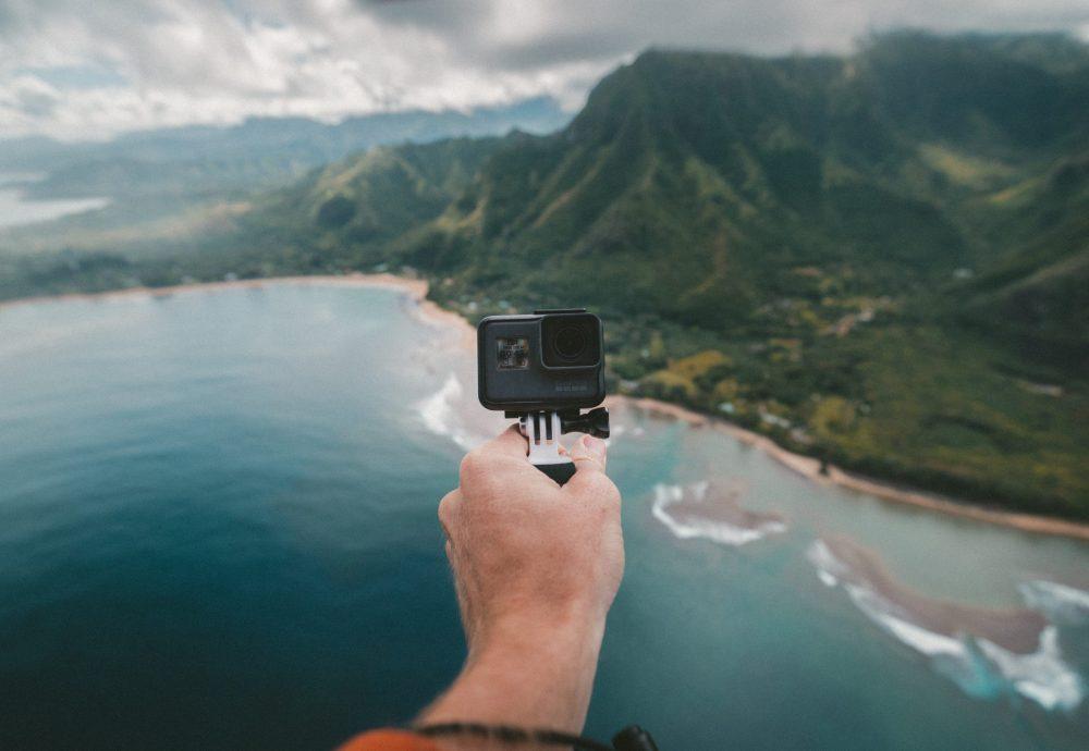 camera gopro en main