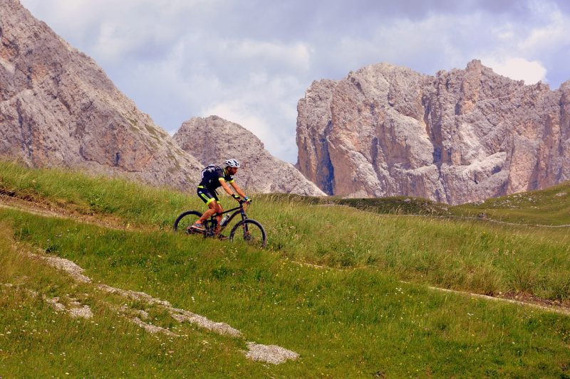 cycliste pratiquant le vtt all mountain