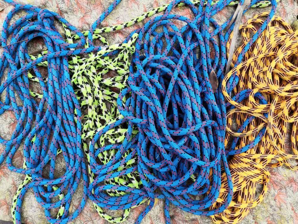 Corde à grimper et équipement d'escalade au sol
