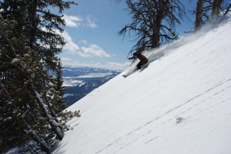snowboarder en descente