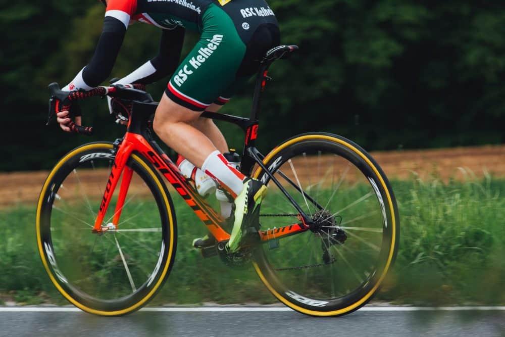 vélo équipé de pneus anti crevaison