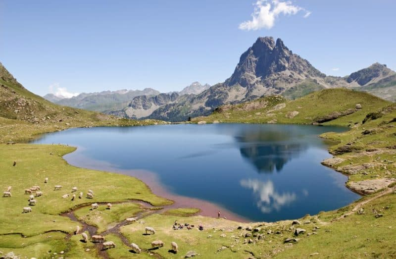 Le lac Gentau refletant le Pic du Midi d Ossau (Pyrenees-Atlantiques, France)
