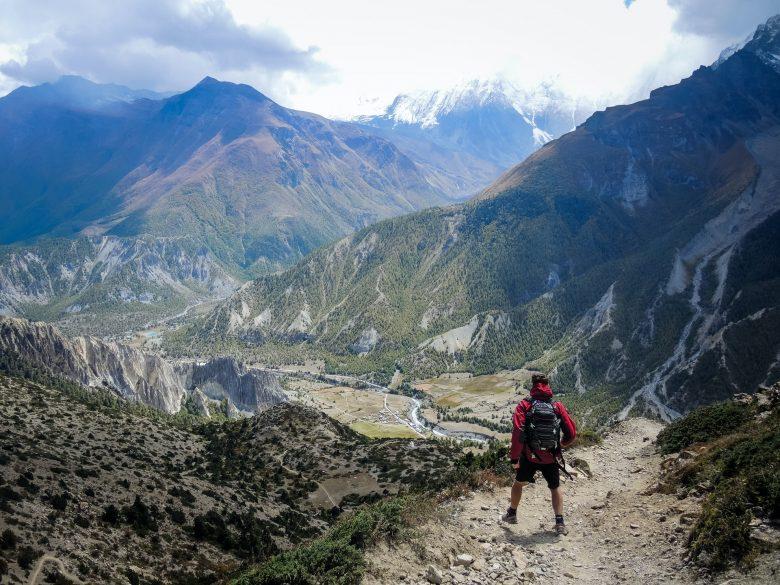 randonnée en montagne avec veste shoftshell