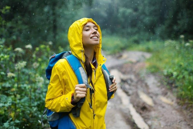 randonneur sous la pluie