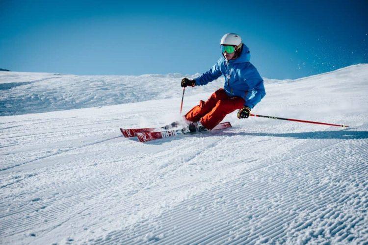 skieur avec casque multi activites