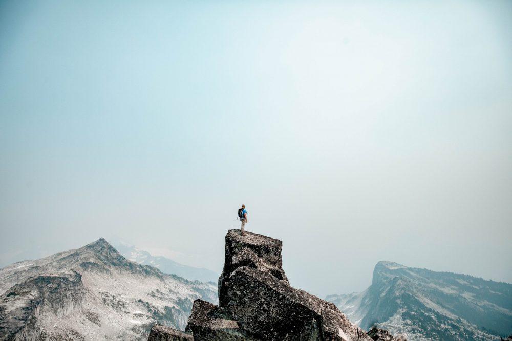 survivaliste en montagne