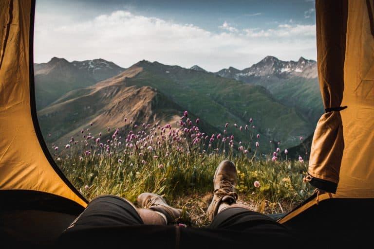 tente deux places avec vue sur les montagnes