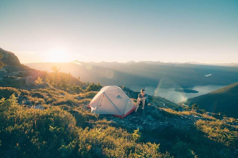 test de tente ultra légère MSR en montagne